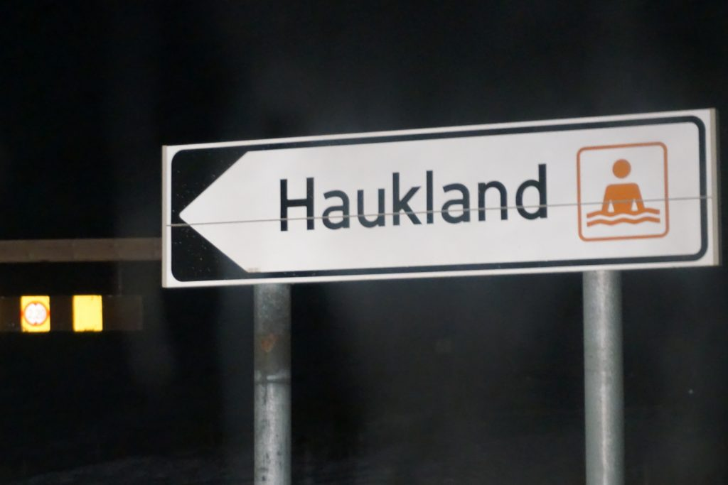 Señal entrada Haukland Beach.