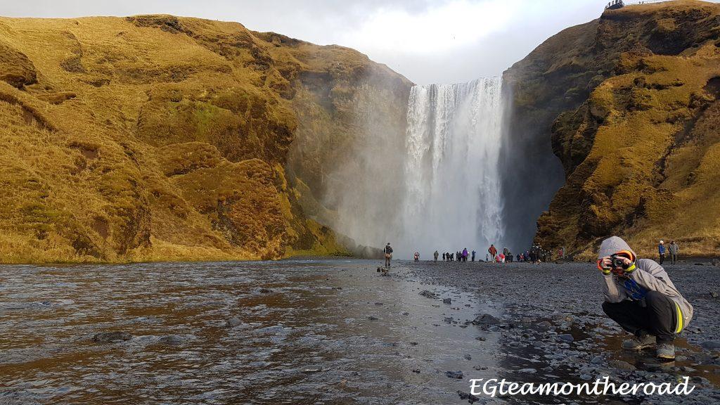 Cascada Skogafoss, la cascada que tiene oculto un tesoro en su interior.