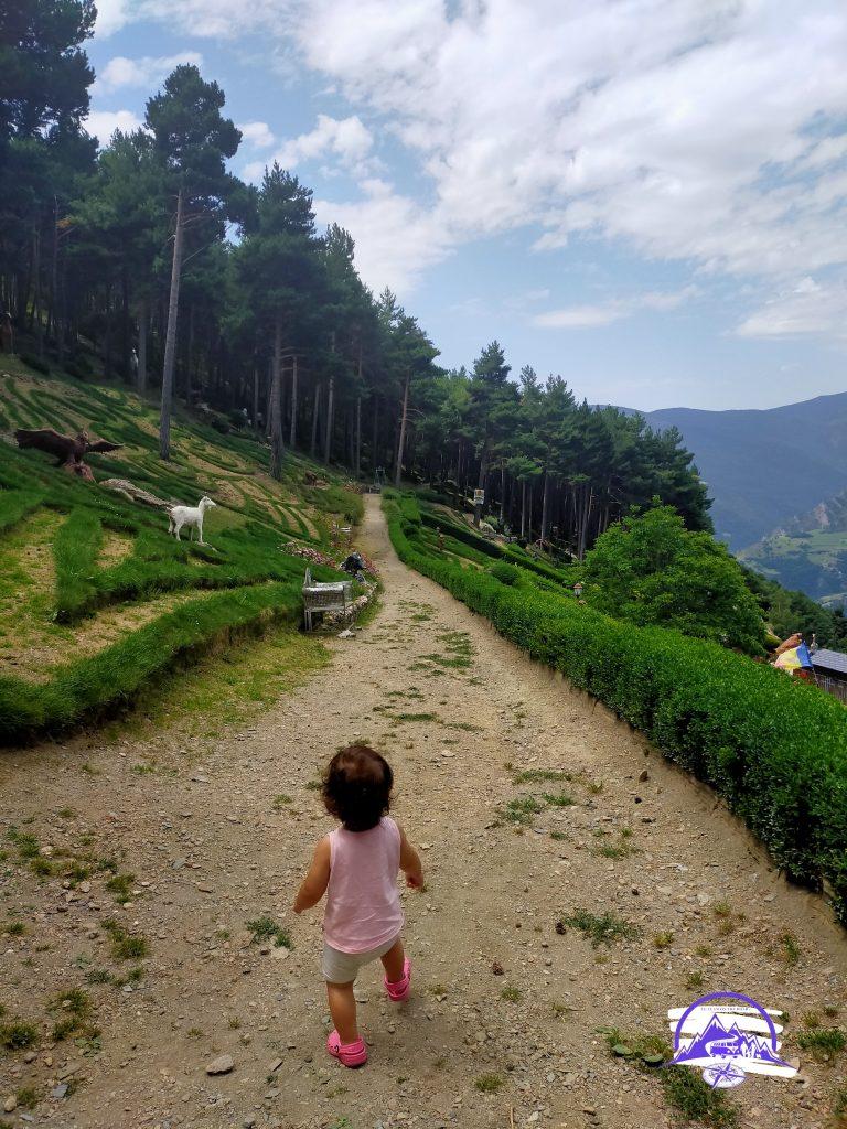 Esta es la entrada a los jardines contemporáneos de Juberri, totalmente recomendables para visitar con niños.