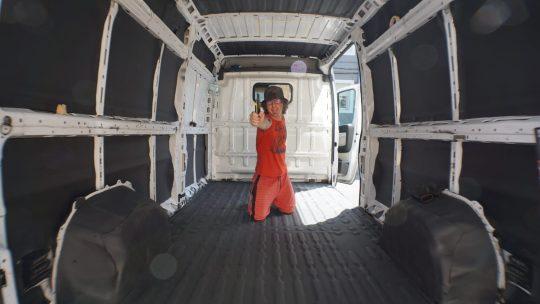 Tratar óxido y aislar una furgoneta camper